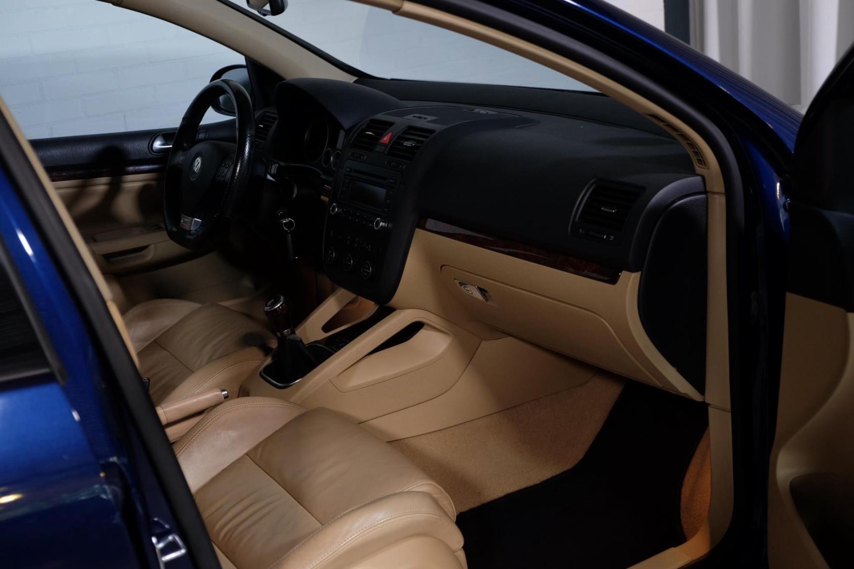 Volkswagen-Golf-18