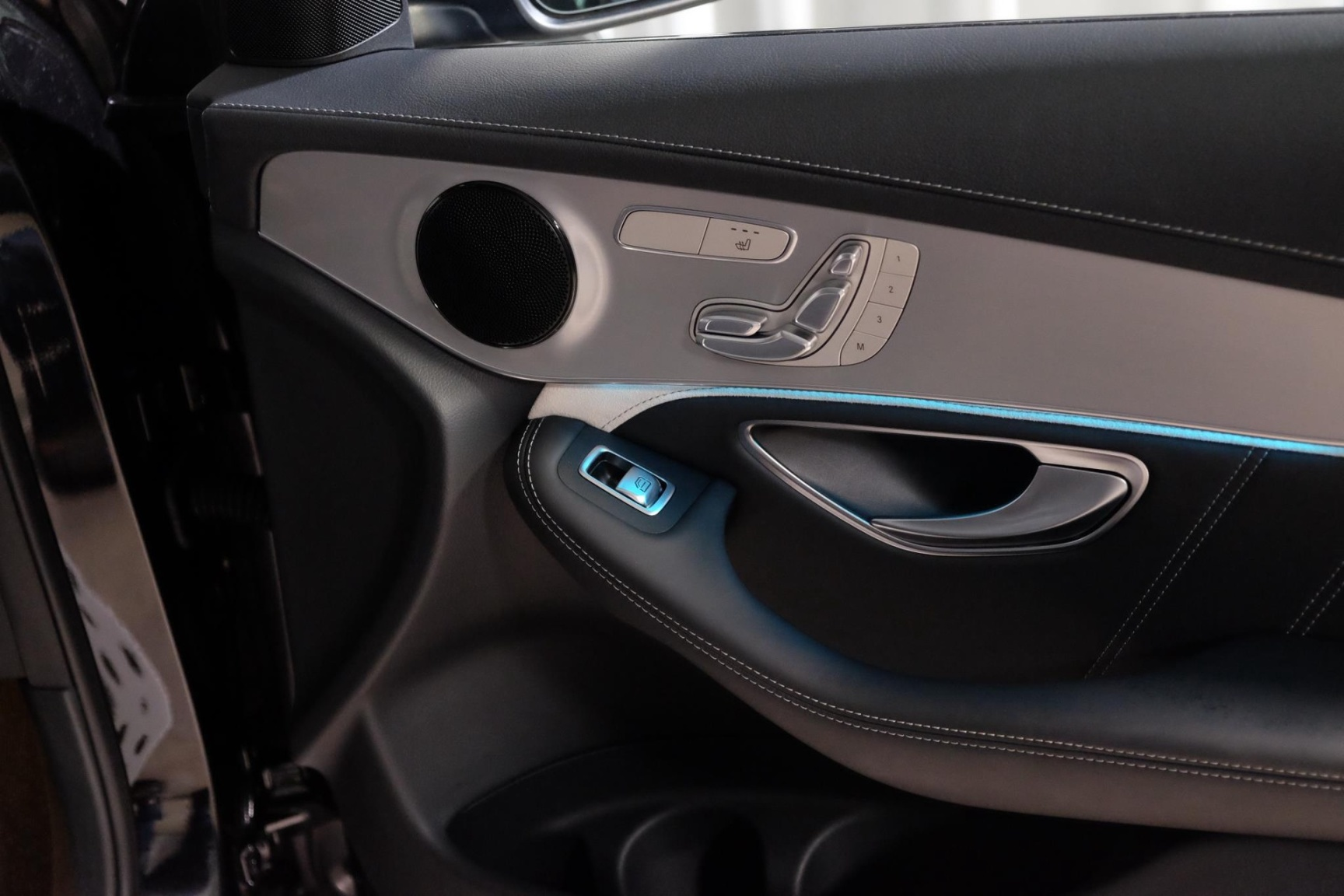 Mercedes-Benz-GLC-23