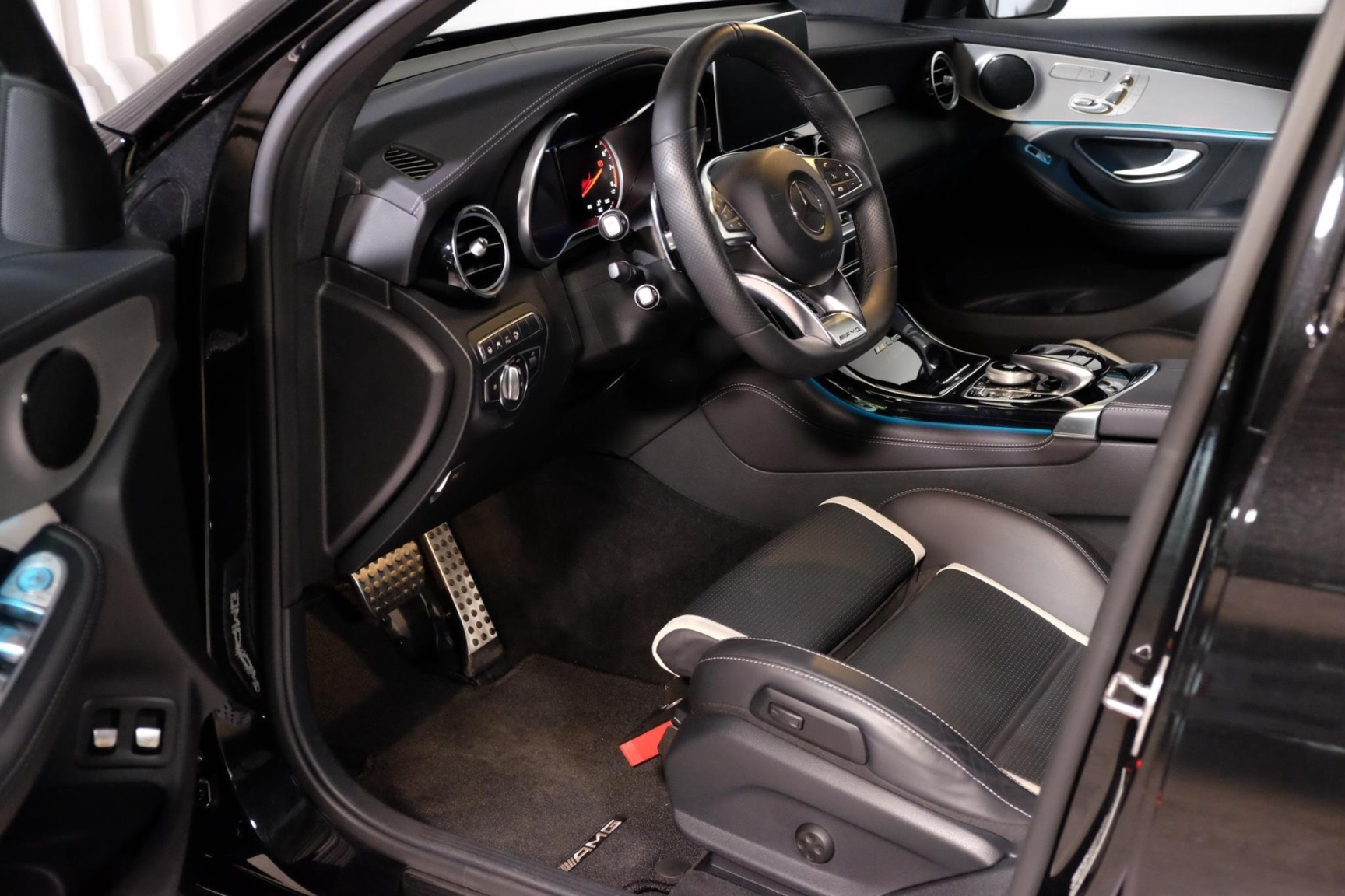 Mercedes-Benz-GLC-6